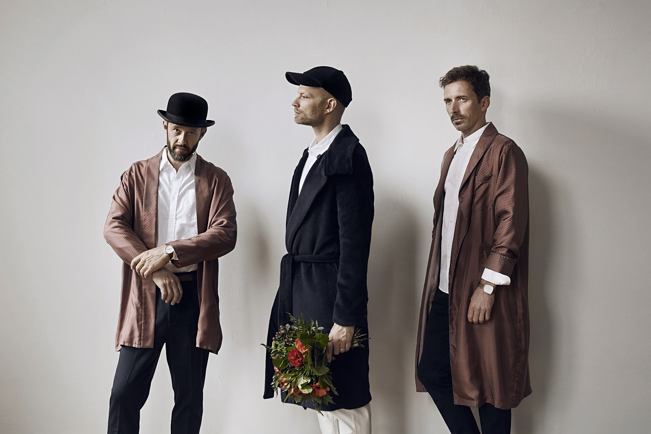 Preview: WhoMadeWho